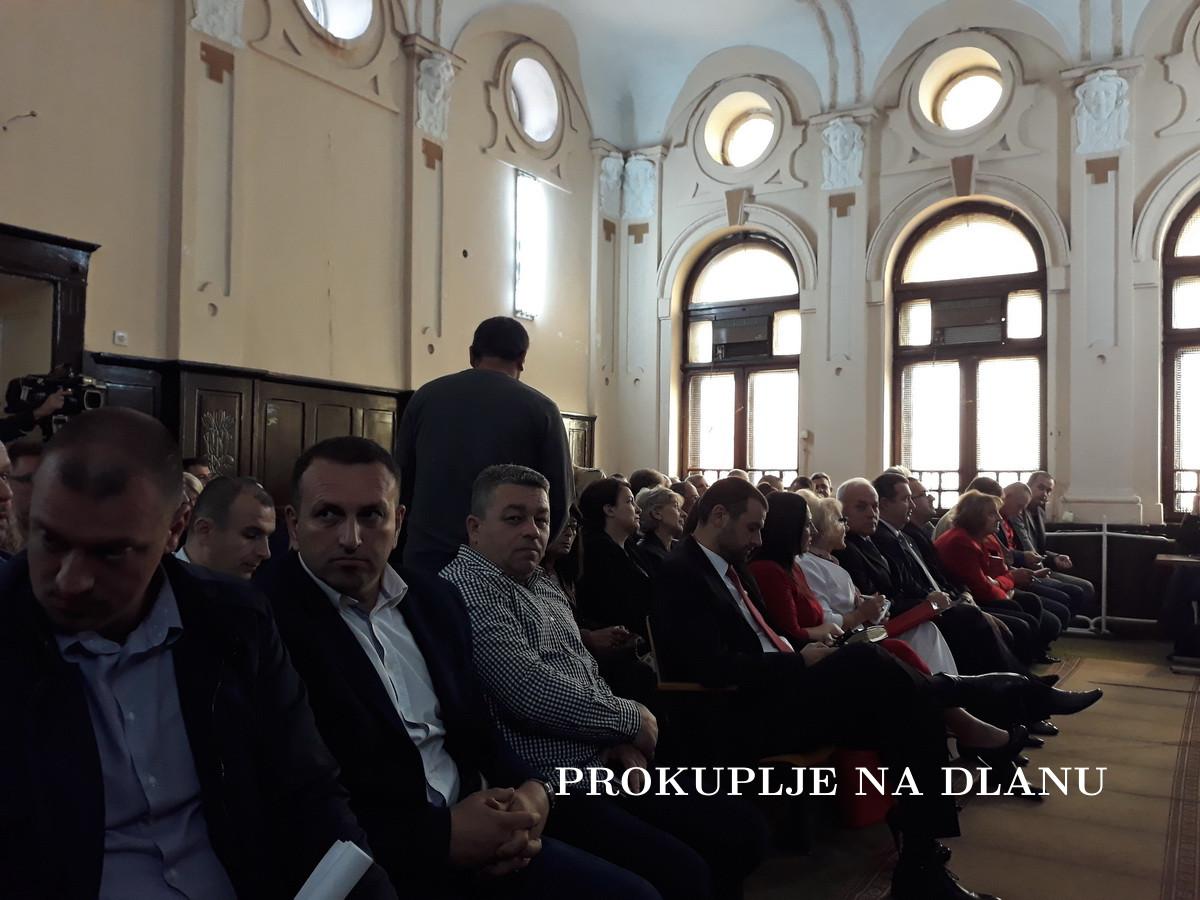 ПРОМЕЊЕНИ ВЕЋНИЦИ ПЕШИЋ И МИХАЈЛОВИЋ, УСВОЈЕН РЕБАЛАНС БУЏЕТА